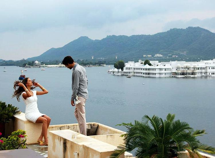 couple enjoy honeymoon in January