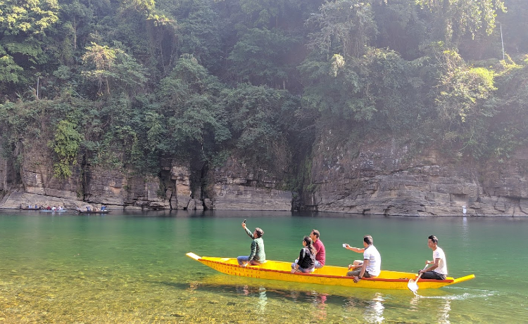 Boating point in Meghalaya for couples
