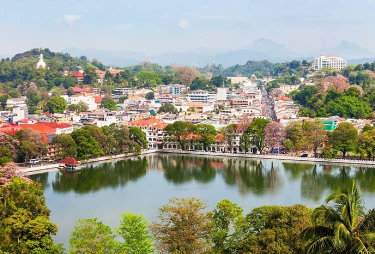 Kandy lake in Srilanka - Free Place