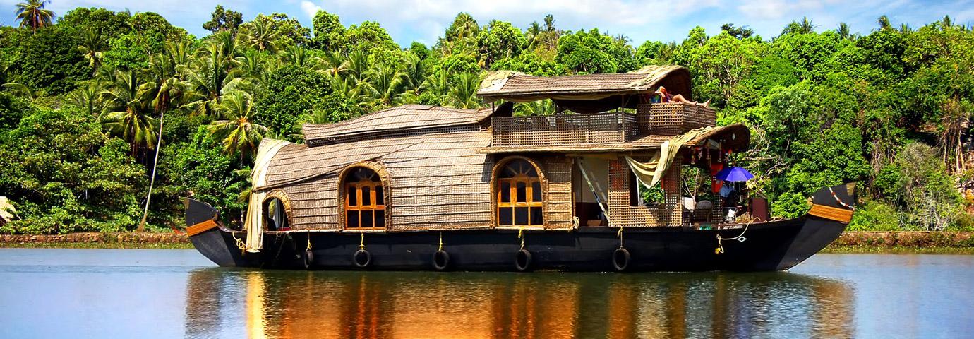 Kumarakom Backwaters Houseboat